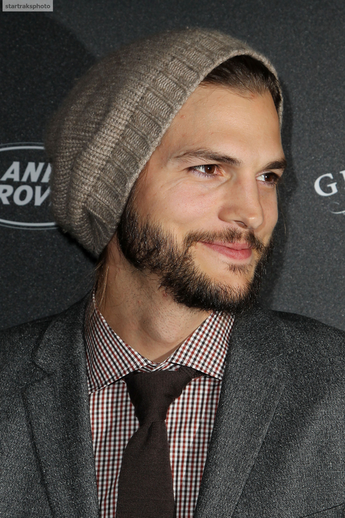Ashton Kutcher wearing slouchy beanie